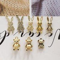 Op39fj-a granel! 10 NOSTALGIA ANTIGUA 3D Oso hueco / conejo Colgante de conejo Matte Matte Chapado en oro Llavero de la joyería para mujeres