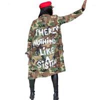 2021 Plus Größe Camouflage Trenchcoat Frauen Herbst Casual Letter Print Mantel Taschen Langarm Overcoat Weibliche Outwear1
