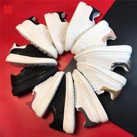 Alexander McQueen Ve Kutu Bayan Gündelik Elbise Ayakkabı Moda Lüks Tasarımcılar Beyaz Deri Sneakers Erkekler Kızlar Kırmızı Altın Siyah Kalın Alt Eğitmenler Düz Topuklu