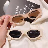 Ins Popüler Moda Küçük Kedi Göz Güneş Kadın Vintage Oval Gözlük Erkekler Şampanya Çayı Güneş Gözlükleri Shades UV400