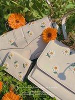 Último bolso de hombro de la mujer de verano de estilo pastoral Lindo fieltro decoración de la flor de la muchacha blanca de lujo retro retro rectangular bolso de acordeón