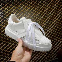 Scarpe da scarpe da ginnastica in pelle di mucca bianca con snoda di gomma moderna e forte Sole di alta qualità di lusso di lusso Designer Sneakers Donne