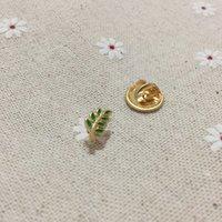 PINS 100 шт. Малый пользовательский значок эмаль брошь и зеленый лист Acacia Sprig Masonic Regalia Fastmason Oscel Pin A