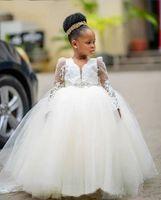 2021 الملكي الأبيض الخامس الرقبة زهرة الفتيات فساتين لحضور حفل زفاف مع الوهم طويل الأكمام الكرة ثوب للفتيات السود رخيصة رخيصة بالتواصل اللباس