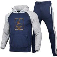 2020 yeni takım elbise erkek iki parçalı baskı spor takım elbise erkek sonbahar / kış hoodie + spor pantolon çevrimiçi