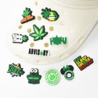 100pcs PVC 신발 부품 액세서리 Croc 매력 Clock 팔찌 손목 밴드 버튼 부드러운 고무에 대 한 매력 장식 버킷