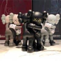 KAWS вместе обнимает действие цифры игрушечные куклы окрашены литой винил 28см упакованы в цветную коробку высокого класса подарок