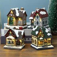 Scena di Natale Statua della Casa del villaggio con calda luce a led batteria a batteria inverno inverno neve paesaggio resina costruzione miniatura figurin 211019