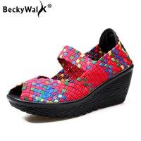 Sapatos de vestido Beckywalk Mulheres Aberto Toe Warcge Plataforma de Verão Sandálias Plástico Mulheres Handmade Sandalias Mujer Wsh2899