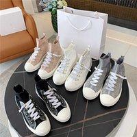 2021 المرأة عارضة الأحذية قماش الأحذية الأبجدية المطبوعة التطريز أحذية رياضية الصيف عالية مريحة شبكة تنفس الجوارب المائل مربع