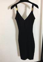 Seksi Kadın Pist Elbiseler V Boyun Kolsuz Örgü Ince Elbise Yüksek Kalite Kadın Altın Düğme Uzun Milan Parti Giyim My1