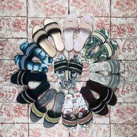 2021 جودة عالية النساء الصنادل النعال الصيف شاطئ داخلي الأحذية المسطحة مصمم الكلاسيكية امرأة صندل حذاء مع مربع حجم 35-43