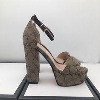 2021 Ünlü Marka Bayan Yüksek Topuklu Sandalet Üst Tasarımcı Moda Baskı 13 cm Kadın Ayakkabı Açık Çim Antiskid Aşınmaya Dayanıklı Büyük Boy 10/4 Aşınma