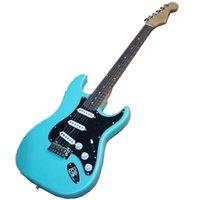Rosewood الأصابع الأزرق الجسم الغيتار الكهربائي مع مقفل المستقبلون، أسود pickguard، أجهزة كروم، التقاطات SSS، يمكن تخصيصها