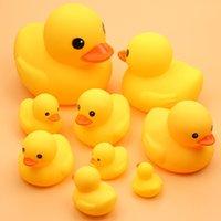 Милая утка младенца погремушка ванны игрушки сжатие животных резина bb купание водные гонки скрипучая желтая классика
