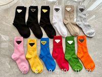 Chaussettes courtes pour femmes fille 2021 Arrivée Mode printemps Summer P Lettre Pot de coton imprimé Chaussures de coton Hosiery Mid-mollet Longueur Chaussette Streetwear Cadeaux