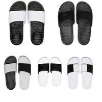Venta al por mayor de la marca de verano Diseñador de mujeres Flip Flops Slipper Fashion Genuine Cuero Diapositivas Sandalias Cadena de metal Damas sin caja EUR 36-45