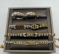Nuovo arrivo Vintage Brass Designer Designer Set Jewery Set Choker Braccialetto Dangle Orecchini per il regalo dei gioielli delle donne di modo