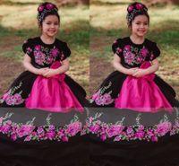 2022 빈티지 Mexcian Quinceanera 드레스 미니 어린 소녀 꽃 applique 공 가운 검은 보라색 벨트 미인 꽃 소녀 드레스 결혼식을위한