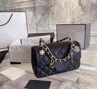 Moda clásica 5a + bolsas de mano Marcas de imitación Lambs Sheepskin Bolsa de cuero de piel de pieles Diseños de bolsos de mujer con insignia Cadena de oro Cadena de oro Monedero femenino