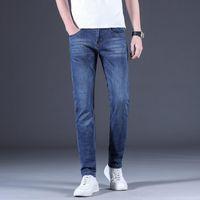 Männer Jeans Herrenmarke 2021 Sommer Normal Fit Leichte Stretch Solid Blue Classic Gerade Männer Hosen Hosen Ganzkörperansicht
