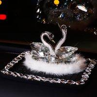 Auto Swan Ornament Crystal Net Rot High-End Creative Göttin Schmuck Leichter Duftfahrzeug Parfümsitz