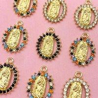 5pcs / Ensemble de strass multicolore Alliage de zinc Vierge Mary Charms Golden Portrait Portrait Charm pour Collier DIY Accessoires entiers