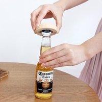 空白のDIYの木製の丸形のビールのびんのオープナーコースター冷蔵庫の磁気装飾オープナーDWE9683