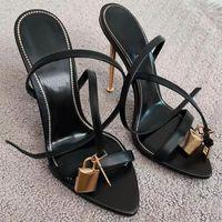 2021 mujeres zapatillas de playa cúspes zapatos de tacón alto clásico estilo plano mujer verano dama dibujos animados gran cabeza cuero moda sandalia superior calidad