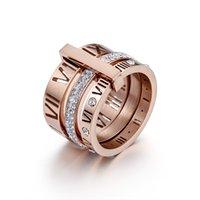 デザインスタックのステンレス鋼のゴールドリングの女性ジルコンダイヤモンドローマ数字結婚式の婚約指輪