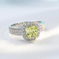 Bague en zircon en zircon micro de cuivre à quatre griffes HypoALlergenic Vêtements de mariage Accessoires de luxe délicates branchées bijoux