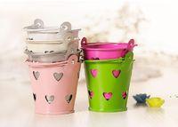 Commercio all'ingrosso carino metallo preferito secchio cuore decorativo vasi di latta per matrimoni bomboniere tappi di caramelle mini secchio per gli ospiti candela souvenir OWD6103