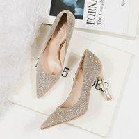 Abito di lusso scarpe tacchi alti in pelle Sandalo Sandalo Sandalo Mid-Heel Donne Designer Sandali rerotti Dimensioni 34-40