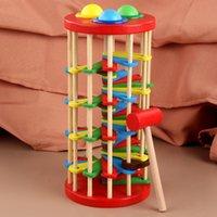 Escalera de madera que golpea el juguete que aprende color tocando con la bola y el entrenamiento del martillo Potencia de pulsera de bebé 830 V2