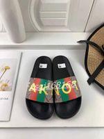 Erkekler Kadınlar Terlik Marque Tasarımcısı Kauçuk Slaytlar Sandal Düz Blooms Çilek Kaplan Arılar Yeşil Siyah Beyaz Moda Ayakkabı Beach Flip Flop 36-46