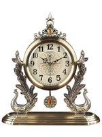 طاولة مكتب الساعات الأوروبية الفاخرة ساعة المعادن هادئة في غرفة المعيشة المنزلية النمط الأمريكية الطاووس بندول