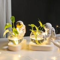 Modern astronaut vase resin Decorative flower pots ornaments desk vases astronauta vase Accessories Furnishing