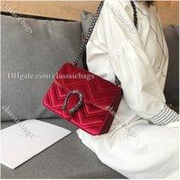 Diseñador de lujo Bolso de alta calidad Moda Invierno Snakehead Lock Velvet Classic Bordado Línea ondulada mujeres cadena elegante temperamento pequeño hombro bolso rojo