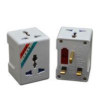 Bouchons d'alimentation intelligente 1 à 3 voies UK Fused Plug Converter Travel AC Socket Adaptateur international 13A 250V 3250W Universal EU US AU MULD Adaptateur