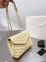Premium Classic Pure Color V Gelbter Weiche Leder Briefträger Kette Taschen Frauen Mode Wolke Große Band Metallic Slap mit Buchstaben dekorative Straddle Tasche 25cm