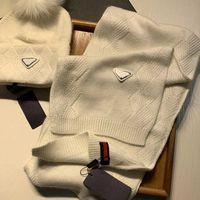 Sciarpa di Cappello in lana di moda alla moda Set di alta qualità Street Tide Hats Limited Edition Uomini e Designer Designer Fit Inverno Stile di viaggio classico