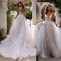 2021 Sexy Bohemian Country Beach A Line Wedding Dresses Bridal Gowns Spaghetti Straps Lace Appliques Tulle Ruffles Champagne Backless Boho Garden