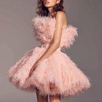 핑크 짧은 댄스 파티 드레스 Strapless 레이스 계층 깃털 러프 연예인 가운 이브닝 파티 착용 미니 칵테일 드레스