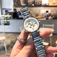 Los relojes exquisitos de las damas se lanzan el trébol de cuatro hojas con incrustaciones de literales literales de diseño de la línea de vacío.