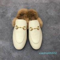 2021 femmes hommes cuir moitié pantoufles glisse mocassins automne hiver hiver pantoufle chaude classique métal boucle broderie styliste chaussures sanda