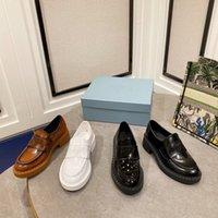 In estate, il design della stampa di ingranaggi di scarpe formali con suolo spessa è pantofole alla moda, antiscivolo e resistenti all'usura