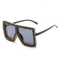2021 Donne di lusso Square Shades Bling Diamond Sunglasses Telaio trasparente Telaio Sunglass oversize DS001