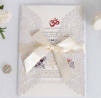 Invitation White Chantilly Dentelle Dentelle Coupée de laser - Invitation de mariage coupée au laser blanc avec insert de bronzage blush et burgundy ruban rapide