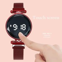 Relojes de pulsera 2021 Relojes de pantalla táctil de moda Mujeres LED LED de malla roja digital Magnético electrónico