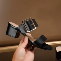 New 2021 Fashion Women Low Heels Slippers Slip On Mules Brand Designers Luxury Strap Slides Slip On Loafers Mules 34-42